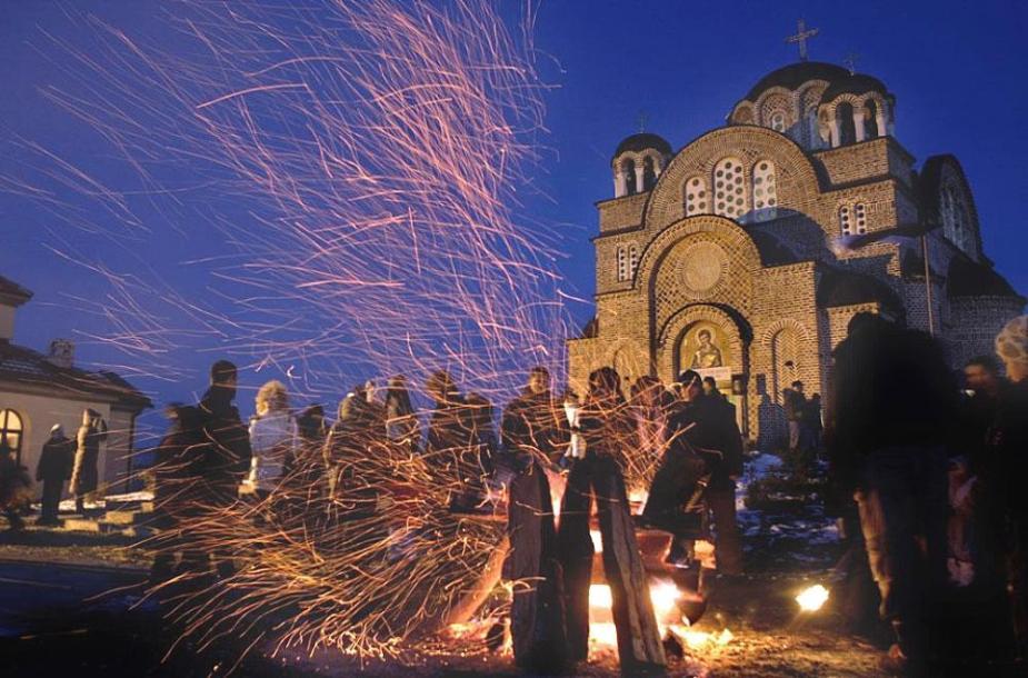 01-christmas-fire-in-belgrade-suburb