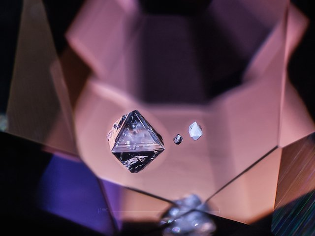 negative-pyramid-in-spinel-mm
