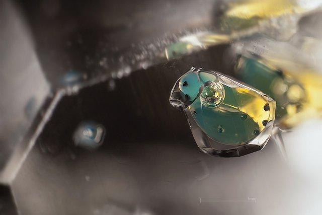petroleum-in-quartz-01-mm